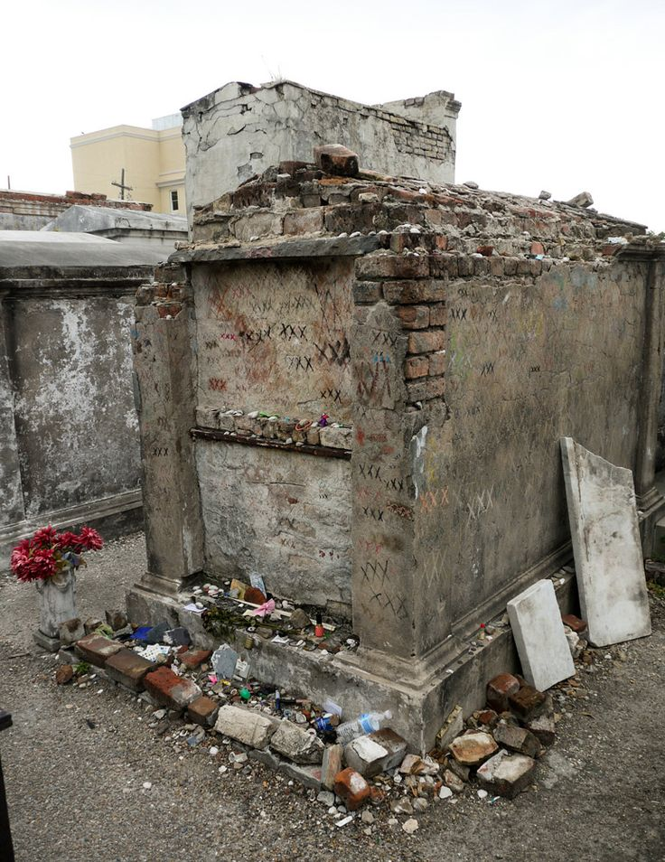 The tomb of Marie Laveau, New Orleans. | Root Working ...