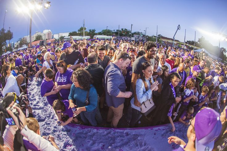 Fans as the ground-breaking ceremony