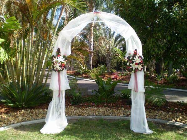 Trellis wedding ideas pinterest for Decorating a trellis for a wedding