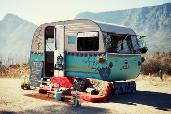 Gypsy traveling tea trailer tea time pinterest - Lit roulotte vintage ...