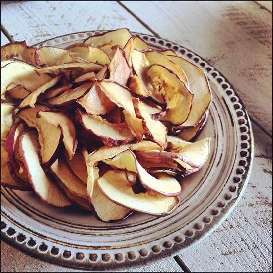 Dried Apple & Pear Chips! Recipe here: http://www.eatingrules.com/2012 ...