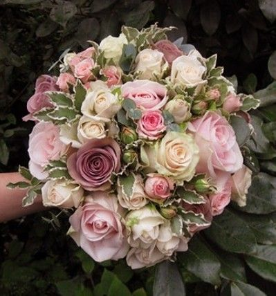 Pastel rose colors, very antique. And LOVE the leaves!