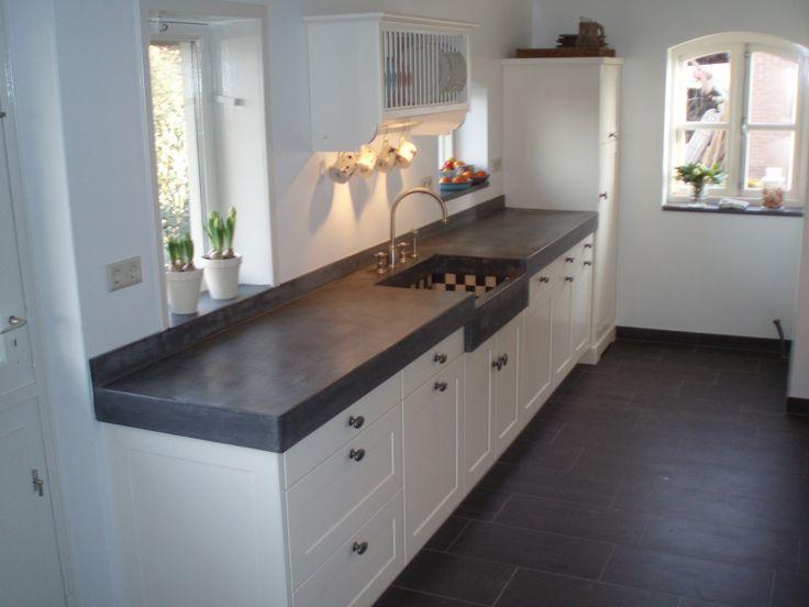 Keuken blad van beton een witte keuken met mooie grepen en een houten vloer keukens - Keuken decoratie ideeen ...