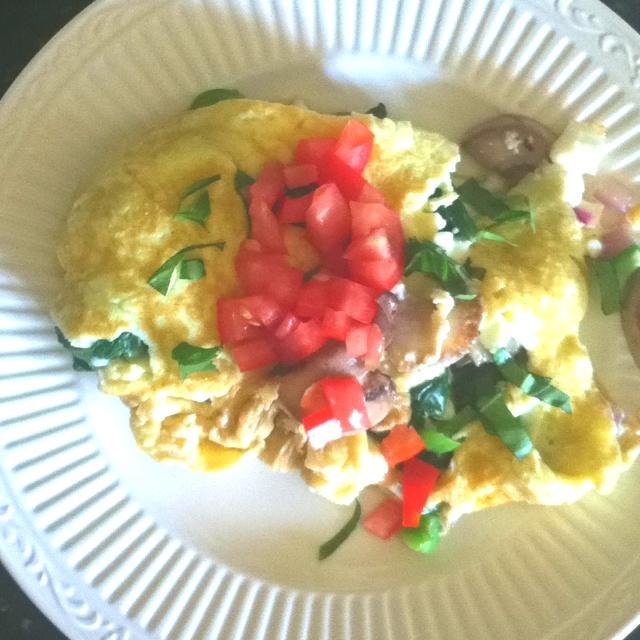 Spinach, mushroom, feta, onion, pepper, fresh basil and tomato omelet ...