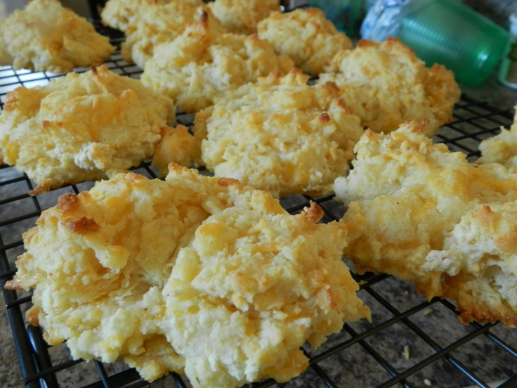 Garlic Cheddar Biscuits | Boy Food | Pinterest