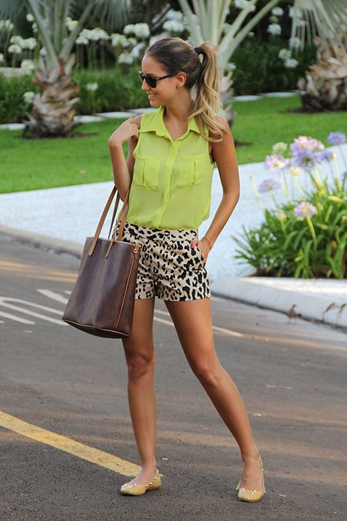 Neutral shoe/black & white bottom/neon top