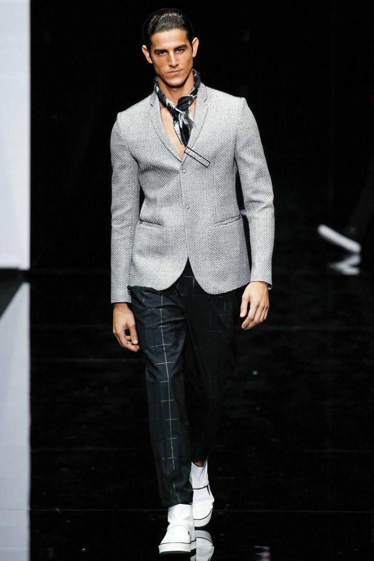 Giorgio Armani SpringSummer 2015 Collection – Milan Fashion Week