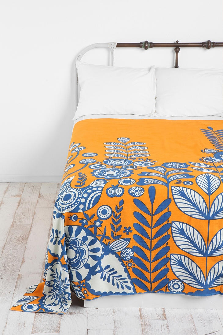 Love love love that bed spread. Gorgeous