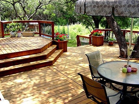 Multi-Level Backyard Designs : Beautiful multilevel deck Love the planter near the stairs  Back
