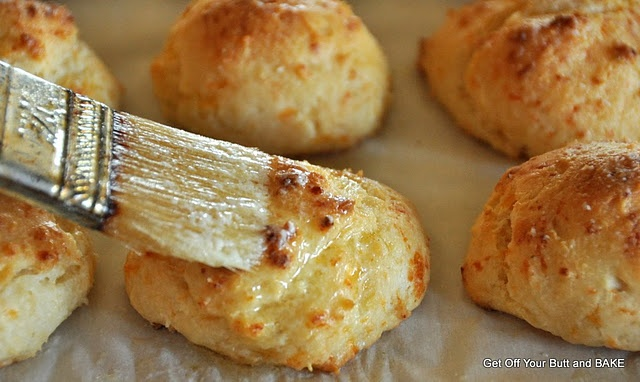 Cheesy garlic biscuits | Bread and butter deliciousness | Pinterest