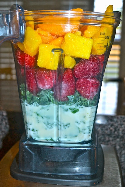 Tropical Bliss Green Smoothie - awesome blog!