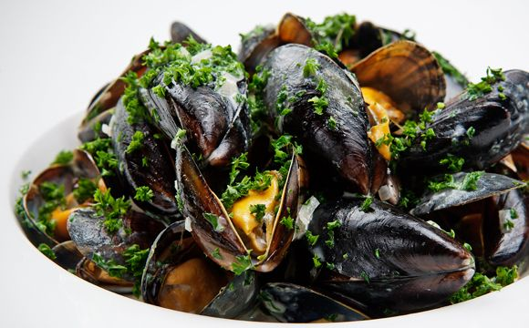 Mussels With Fennel And Bacon Recipe — Dishmaps
