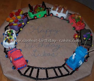 Homemade Cake Decoration Images : Coolest Train Cake Photos and Tips