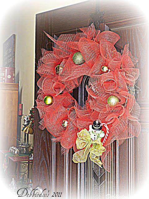Mesh Christmas Wreath On The Front Door Diy