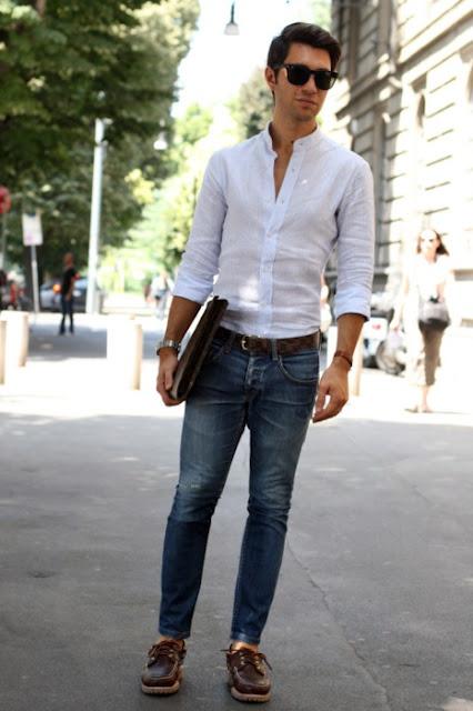 Phối áo sơ mi trắng với quần jean dành cho nam giới