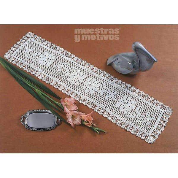 Bonito camino de mesa tejido a ganchillo manteles for Camino de mesa a crochet