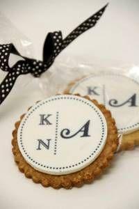 Edle Kekse mit den Initialen des Brautpaars  Gebäck: suess-und ...