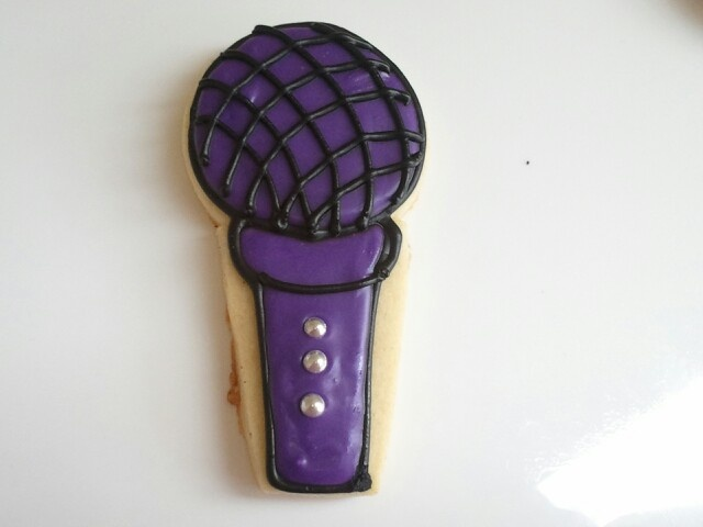 Microphone cookie for rock star party