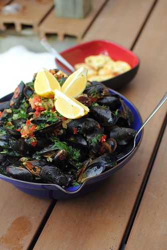 Coconutty Mussels With Ginger, Lemongrass, Chili, And Cilantro On Rice ...