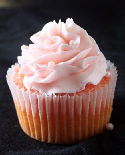 Super Simple Strawberry Buttercream | recetas | Pinterest