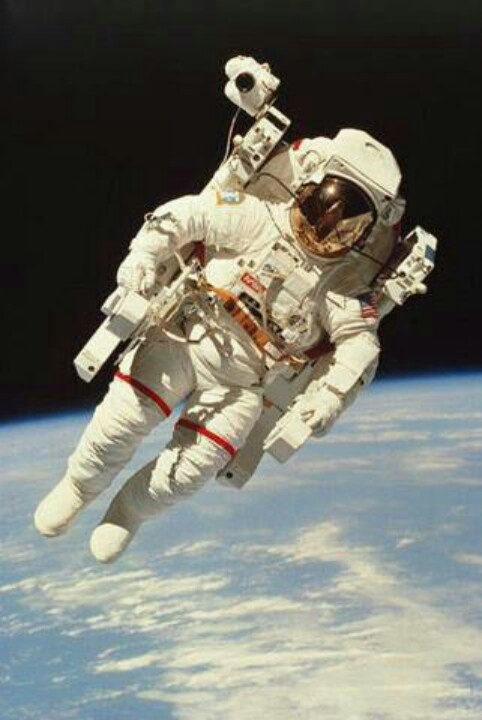 astronaut floating away - photo #6
