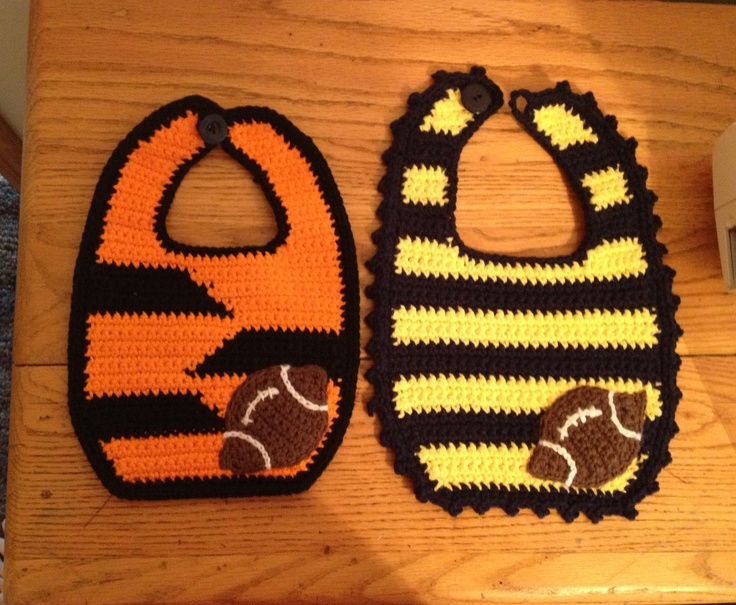 Bernat Crochet Baby Bib Pattern : Pin by Becky Hebert on Crochet - Sport Hats, etc Pinterest