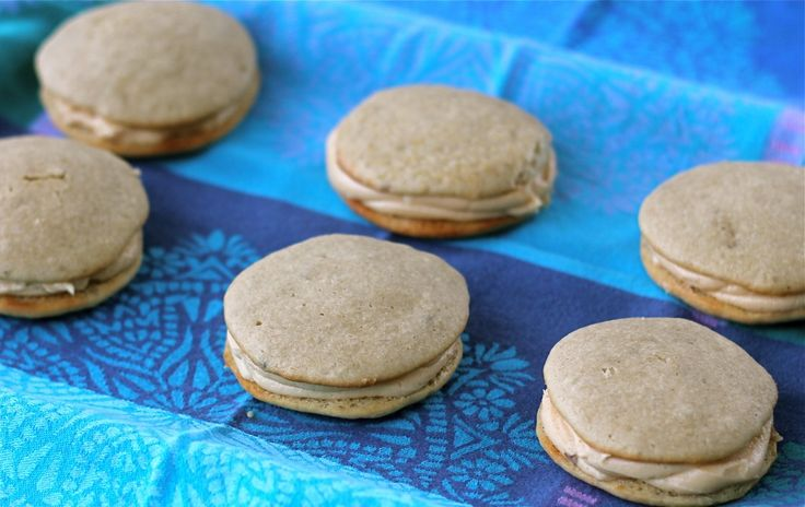Peanut Butter Banana Whoopie Pies - If you love PB&B as much as me ...