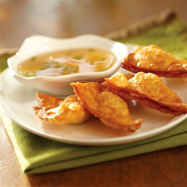 Crispy+Wontons+with+Pineapple-Jalapeno+Dipping+Sauce+from+Smucker's®