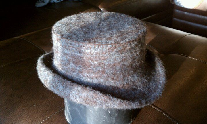 knitted wool top hat Delicious Yarn & Patterns Pinterest