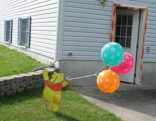 Pooh welcome board w/ balloons