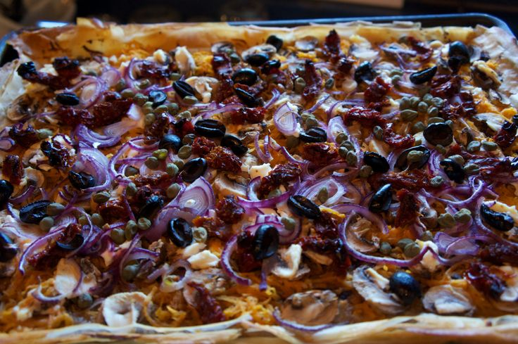 Perfect purple pizza! #red onion #black olive Under The Lime Tree www ...