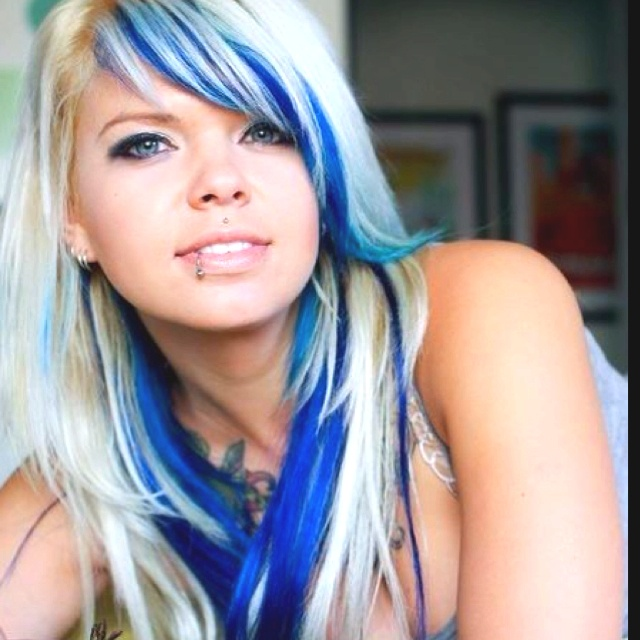 ... underneath the platinum blonde, she def pulls this off. | Hair&Nails