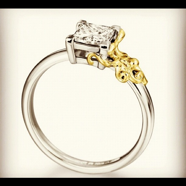 -I'm  #Obsessed with this  #DiamondRing! !! It's got a little  #Gold #Octopus on it!  Click here for this Weeks Special Offer http://bizz.mx/9ux