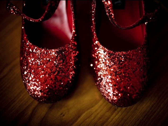 01-red-sparkly-shoes-glittery-21752