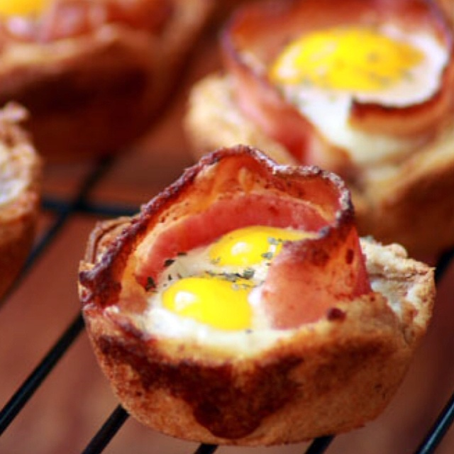 Bacon and egg toast cups | * I'm hungry!! * | Pinterest