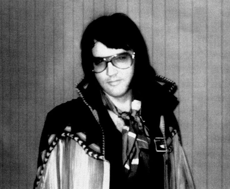 Elvis Presley - Elvis At Bay