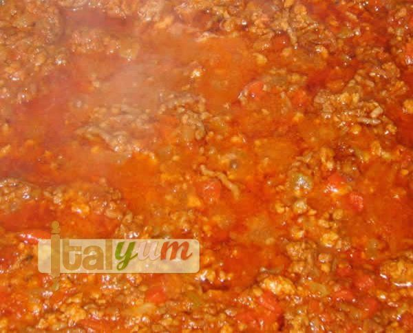 Traditional Bolognese sauce (Ragù alla bolognese) | Meat Recipes ...