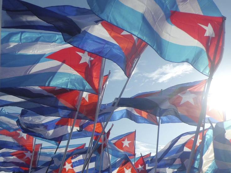 """¿Dónde está mi bandera cubana, la bandera más linda que existe? Poema """"Mi Bandera"""" de Bonifacio Birne #Cuba"""