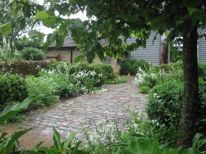 White west sussex garden chris moss garden design for Garden house design west sussex