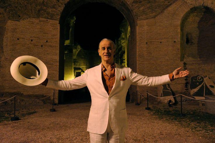 JEP (Muhteşem Güzellik / The Great Beauty) -  Roma'da gece hayatının kralıdır. Partileri zirveye çıkarabilecek ya da fiyaskoya çevirebilecek güce sahiptir!