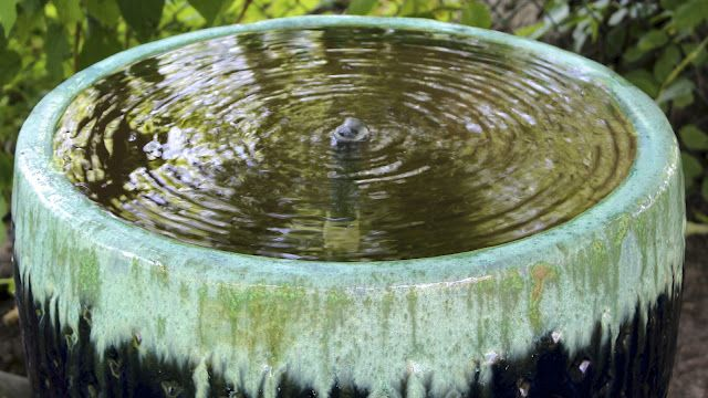Google Image Result for http://3.bp.blogspot.com/-Q9sd8XvmE4s/T8ye6woRYZI/AAAAAAAADFo/JN1VSJIs9r8/s1600/water%2Bfeature.jpg