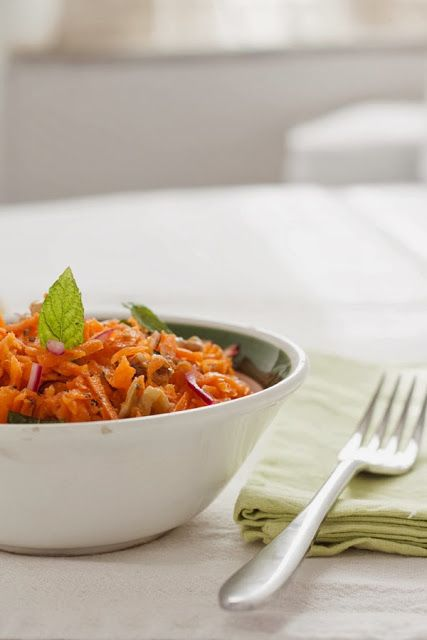 menta | Crunchy carrot salad with red onion, walnuts and fresh mint ...