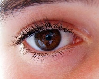 how to use hemorrhoid cream for eyes