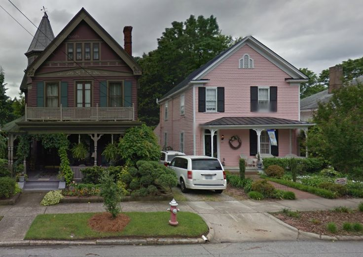 Photos controversy over modern house in historic neighborhood