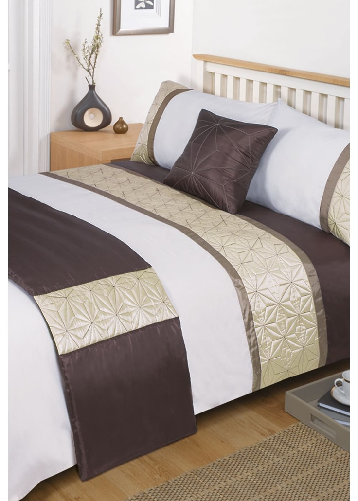 Bedding & linens play a pivotal role in how comfortable we feel in our bedrooms, and can make the world of difference to how well we sleep at night. They come in a range of different sizes, namely single, double, queen size and king size, although there are other variations.