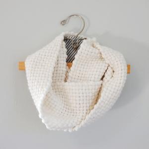 woven yarn loop scarf