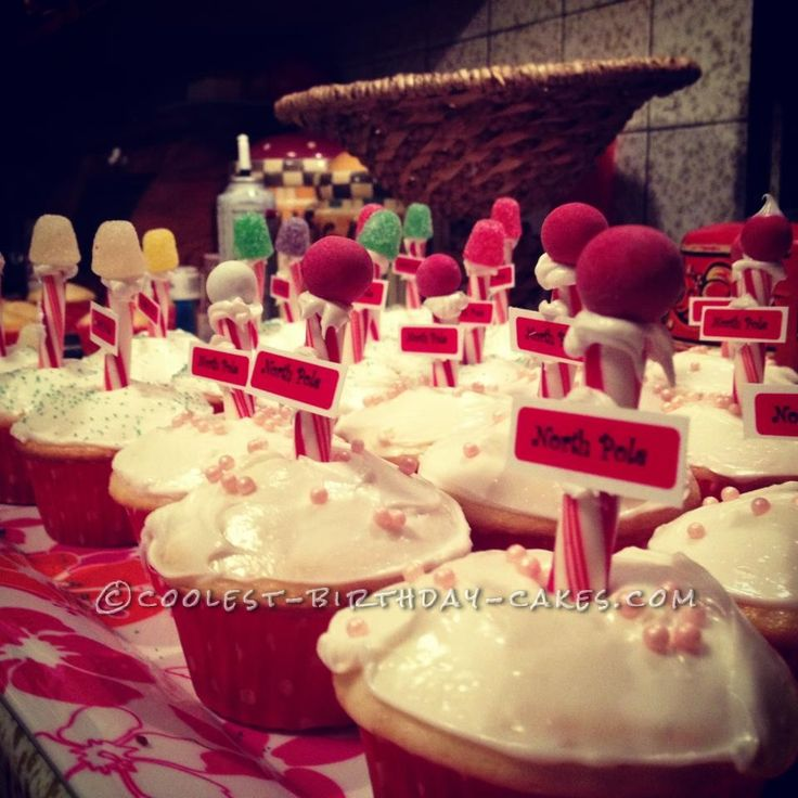 Coolest North Pole Christmas Cupcakes... This website is the Pinterest of birthday cake ideas