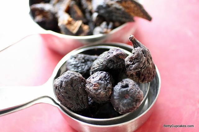 ... Mission Figs for Easy Fig Jam | BettyCupcakes.com #figs #jam #jelly