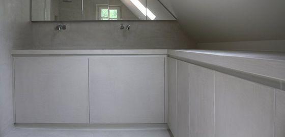 ... Schuine Wand : Schrijnwerk en maatmeubels badkamer met schuine wand