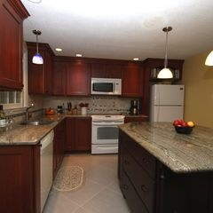 Shiloh Cabinets Two Tone Kitchen Wayside Kitchens Projects Pinte